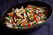 Eko-potrawa wielkanocna: Warzywa korzeniowych z sosem tahini